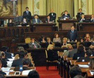 https://www.tp24.it/immagini_articoli/29-12-2015/1451402353-0-l-ars-il-parlamento-siciliano-lavora-in-media-16-minuti-al-giorno.jpg