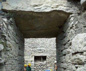https://www.tp24.it/immagini_articoli/30-03-2021/1617112479-0-segesta-importante-scoperta-archeologica-nbsp-rinvenuto-l-ingresso-dell-agora.jpg