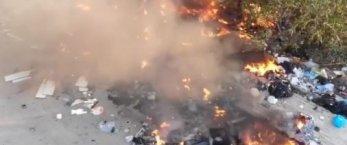 https://www.tp24.it/immagini_articoli/30-05-2020/1590825312-0-marsala-discarica-nbsp-di-rifiuti-in-nbsp-fiamme-in-via-vita.jpg