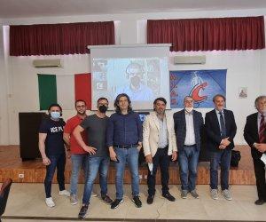 https://www.tp24.it/immagini_articoli/30-05-2021/1622327845-0-assistenza-ai-disabili-a-marsala-incontro-tra-ugl-sicilia-aias-e-csr-nbsp.jpg