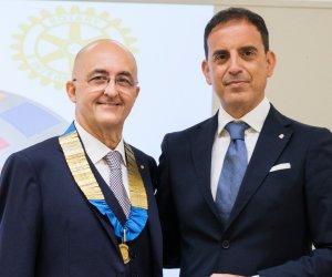 https://www.tp24.it/immagini_articoli/30-07-2021/1627649644-0-passaggio-di-campana-al-rotary-club-marsala-daniele-pizzo-il-nuovo-presidente.jpg