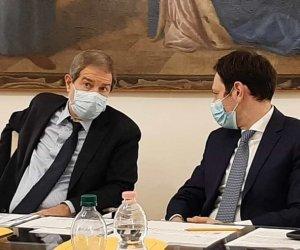 https://www.tp24.it/immagini_articoli/30-08-2021/1630277373-0-la-sicilia-in-giallo-e-il-fallimento-della-politica.jpg