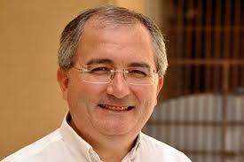 https://www.tp24.it/immagini_articoli/30-12-2013/1388394875-0-sorridere-lottare-e-riparare-gli-auguri-di-don-francesco-fiorino.jpg