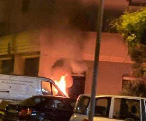 https://www.tp24.it/immagini_articoli/30-12-2019/1577686309-0-marsala-fuoco-furgone-mazara-immagini.jpg