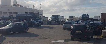 https://www.tp24.it/immagini_articoli/30-12-2020/1609338113-0-102-migranti-sbarcano-al-porto-di-trapani-nbsp.jpg