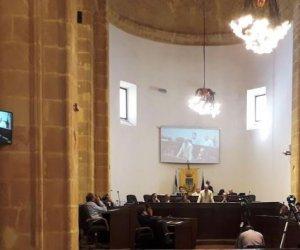 https://www.tp24.it/immagini_articoli/31-07-2018/1533002076-0-mazara-agosto-consiglio-comunale-dedicato-bilancio-noemj-buscarino-notaio.jpg