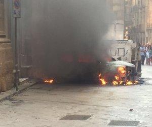 https://www.tp24.it/immagini_articoli/31-08-2016/1472663208-0-marsala-paura-in-centro-auto-in-fiamme-bombole-a-gas-rischiano-di-esplodere.jpg
