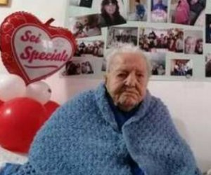 https://www.tp24.it/immagini_articoli/31-08-2021/1630394213-0-la-nonna-d-italia-era-siciliana-e-morta-a-112-anni-marietta.jpg