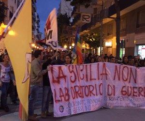 https://www.tp24.it/immagini_articoli/31-10-2015/1446320050-0-a-marsala-un-migliaio-di-persone-alla-manifestazione-contro-la-guerra-e-la-nato.jpg