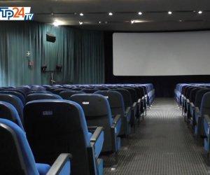 https://www.tp24.it/immagini_articoli/31-10-2020/1604138863-0-silenzio-in-sala-al-golden-lo-storico-cinema-di-marsala-chiuso-dal-covid.jpg