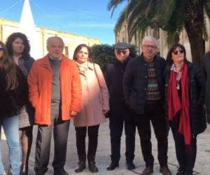 https://www.tp24.it/immagini_articoli/31-12-2018/1546269037-0-castelvetrano-auguri-cittadini-comitato-orgoglio-manifestazione.jpg