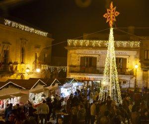 https://www.tp24.it/immagini_articoli/31-12-2018/1546278208-0-capodanno-2019-borgo-medievale-erice.jpg