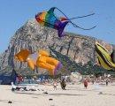 https://www.tp24.it/immagini_eventi/1381931902-1-v^-edizione-del-festival-internazionale-degli-aquiloni.jpg